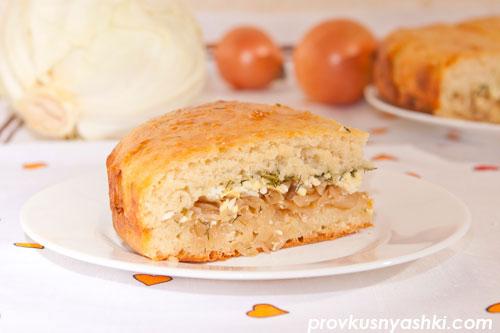 Пирог из дрожжевого теста с начинкой из капусты, яиц и зелени укропа
