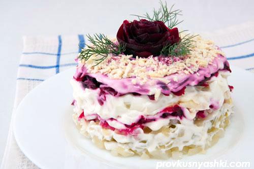 Слоеный салат «Роза» с куриным мясом