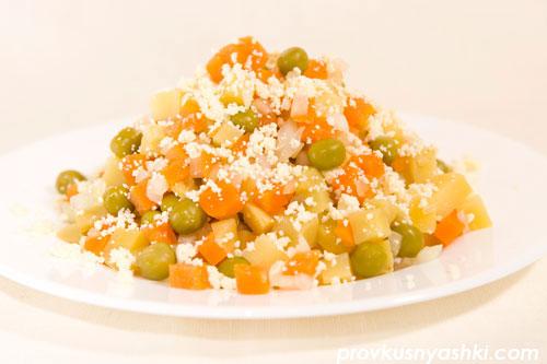 Салат из овощей и яичных желтков с майонезным соусом «Провансаль»