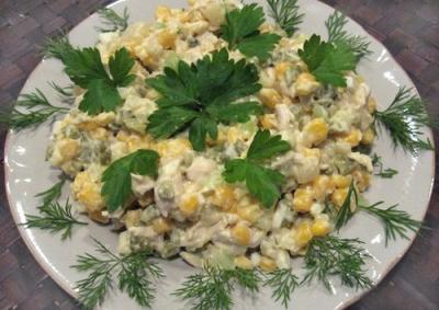 Салат из куриного мяса с овощами
