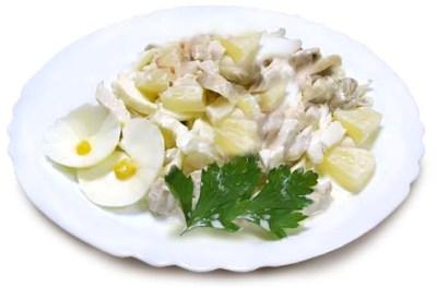 Салат из куриного мяса с картофелем и консервированным ананасом