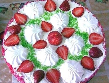 Торт «Бисквитный с клубнично-зефирной прослойкой»