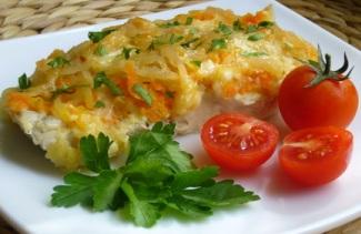 Минтай порционный, запеченный с помидорами, под сыром
