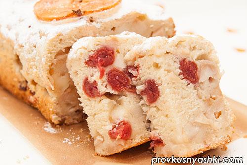 Кекс с яблоками и вишней
