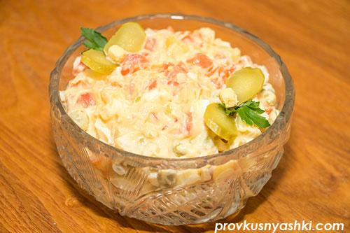 Салат «Оливье Новогодний» с соленой красной рыбой