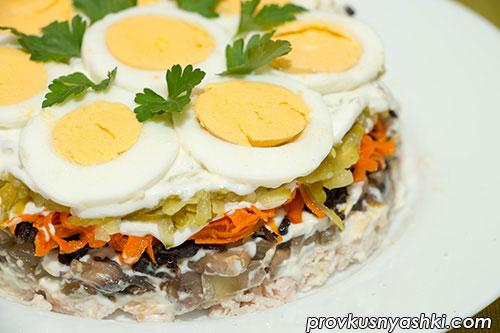 Торт-салат с мясом курицы и шампиньонами