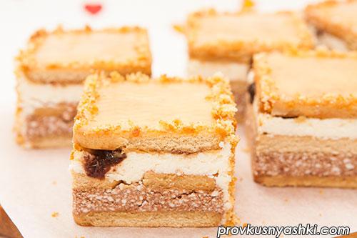 Торт «Творожный» из печенья со светлой глазурью