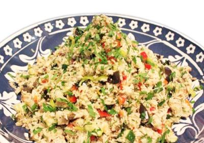 Салат из куриного мяса с рисом, сельдереем и свежими шампиньонами по-китайски