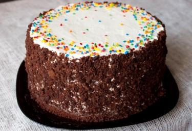 Шоколадно-кофейный торт с вишнями и алкогольной пропиткой